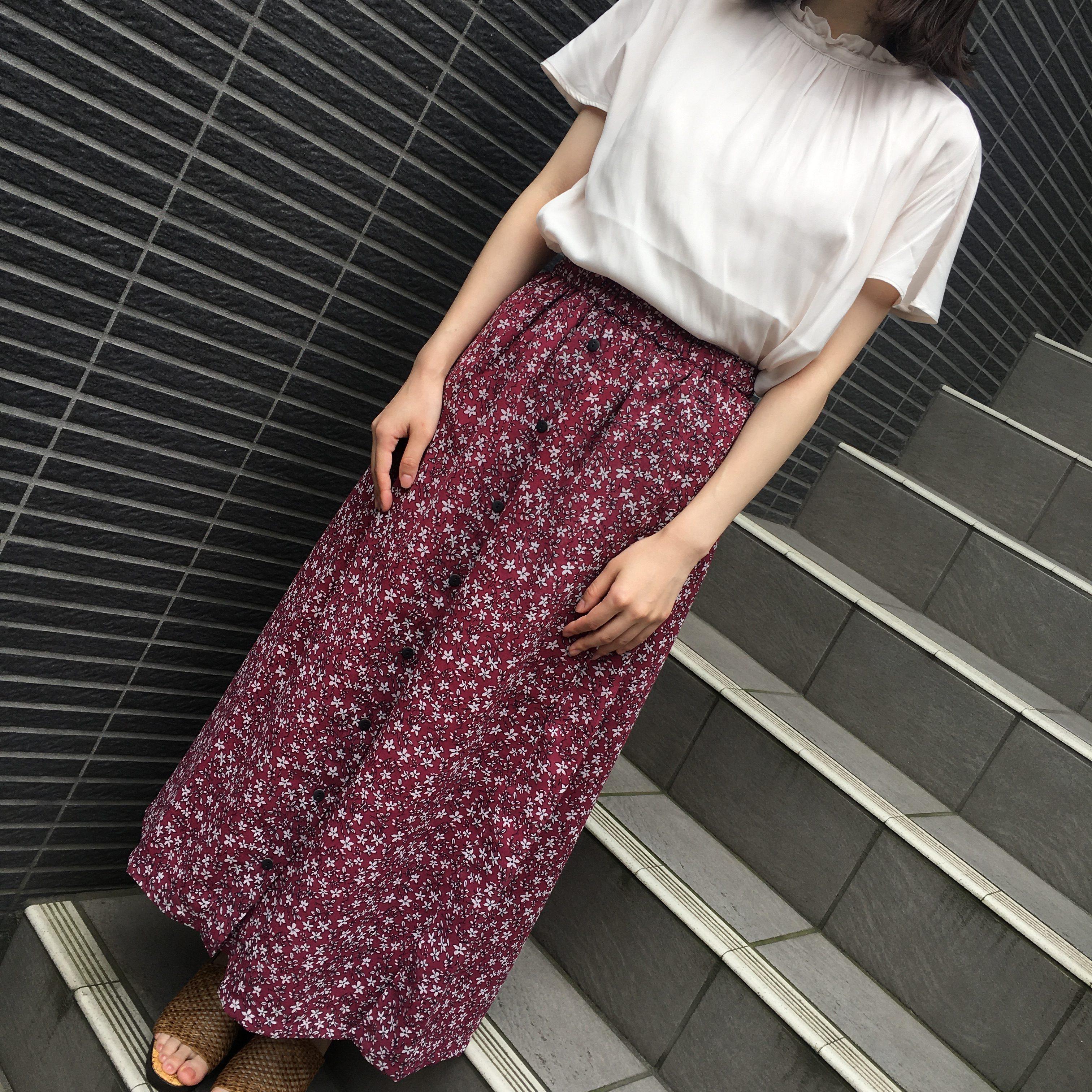 フラワープリント<br /> サイドボタン付きギャザースカート<br /> ¥2500+税