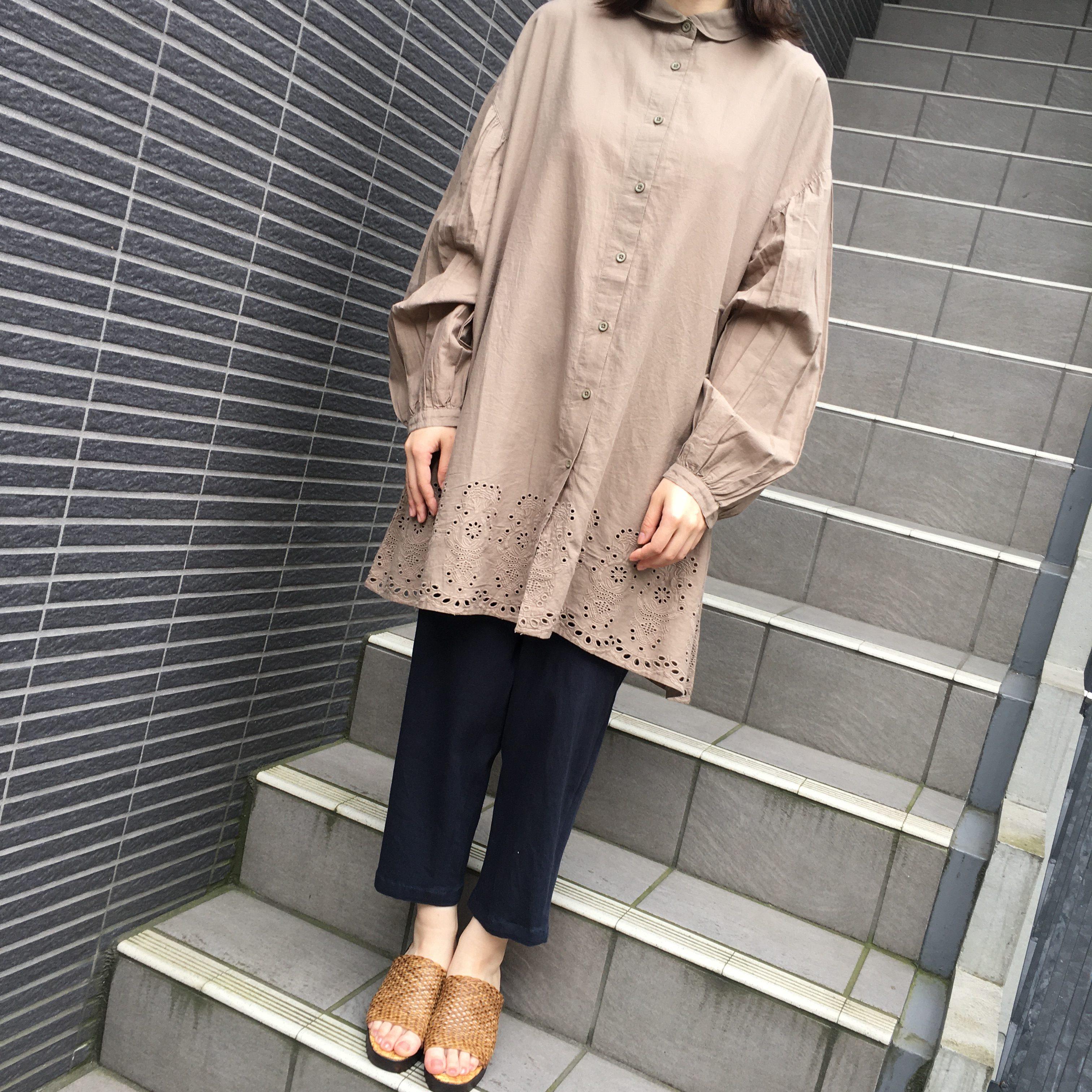 裾刺繍入り前開きチュニック<br /> ¥2900+税
